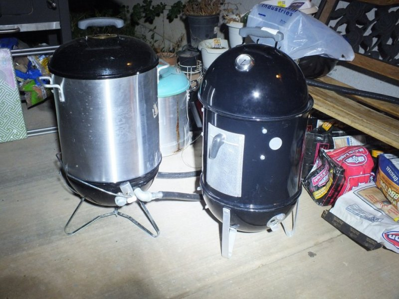 mini-wsm 40 qt next to WSM-14dot5.jpg